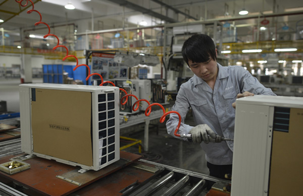 A worker produces an air conditioner on April 18, 2013 at a Gree factory in Wuhan, Hubei province. [Shepherd Zhou / Asianewsphoto]